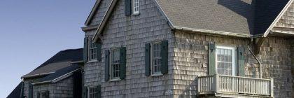 Casa con infissi in legno